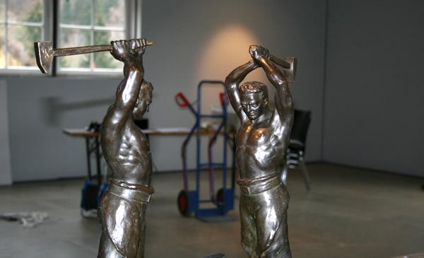 Arbeiterskulpturen - Vorbereitungen zur Ausstellung Hard Work