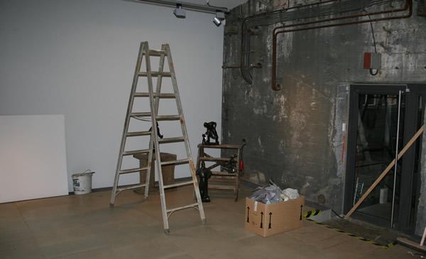 Aufbau der Ausstellung Hard Work - Arbeiterskulpturen 1850-1950
