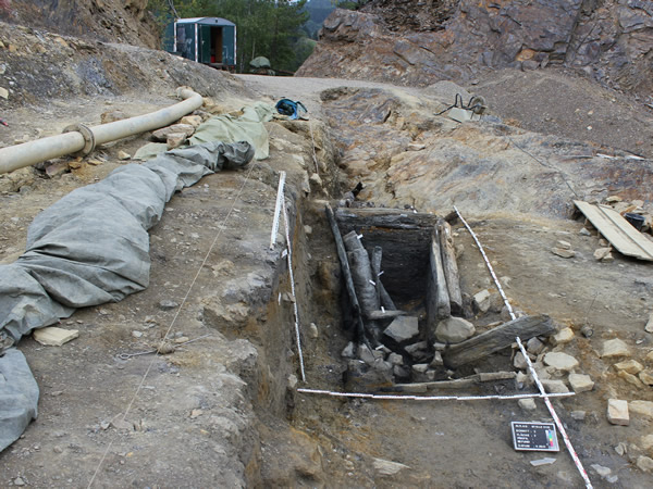 Der bei der Grabungskampagne gefundene historische Stollen von Süden