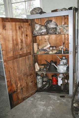 Material- und Werkzeugschrank des Haspelführers vor der Beräumung