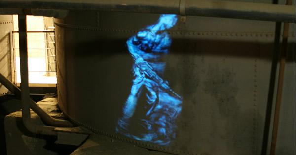 """Videoinstallation von Kai Fobbe in der Ausstellung """"Hard Work - Arbeiterskulpturen 1850-1950"""""""