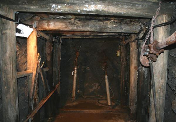 Hölzener Ausbau einer untertägigen Strecke Erzbergwerk Rammelsberg
