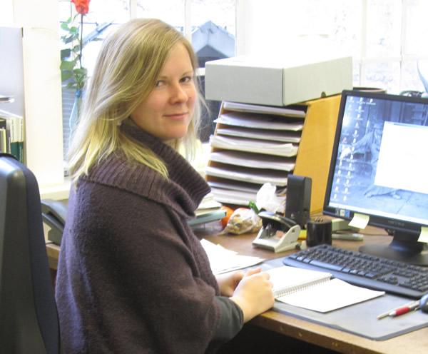 Die Volontärin Morea Kuhlmann an ihrem Arbeitsplatz am Rammelsberg