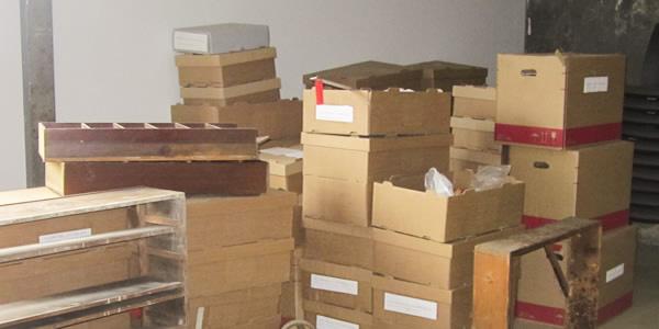 Die Schusterwerkstatt Oberle - Exponate in Kartons verpackt