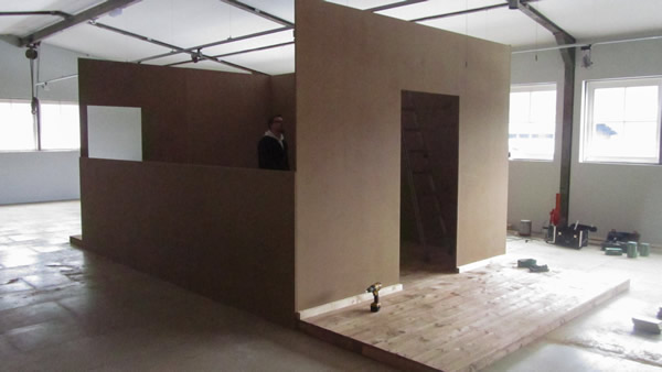 Aufbau des rekonstruierten Werkstattraums im Raum für Sonderausstellungen