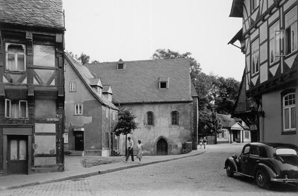 Clauskapelle und Bergstraße 41 in Goslar mit der Schuhmacherwerkstatt Oberle