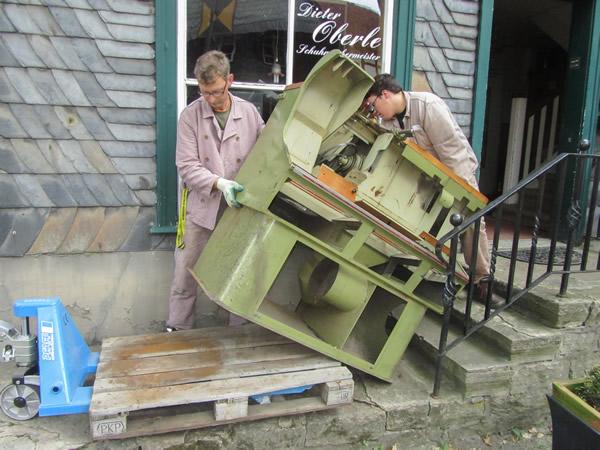 Arbeiten beim Translozieren der Schuhmacherwerkstatt Oberle - 2