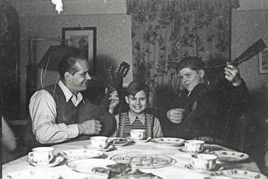 Dieter Oberle als Kind mit Gitarre