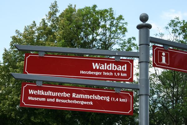Neue Schilder weisen den Weg zum Rammelsberg