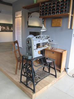 Adlernähmaschine aus der Schuhmacherwerkstatt Oberle in der Ausstellung