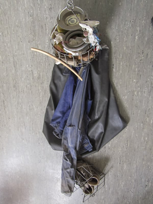 Abgehängter Kleiderkorb aus der Jugendkaue