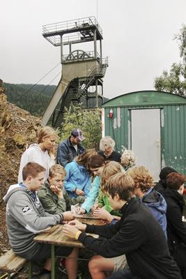 JUNIOR-Akademie 2014 - Bei der Ausgrabung