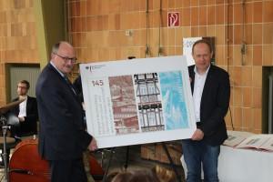 Staatssekretär Dr. Meister übergibt die Marke symbolisch an Rmmelsberggeschäftsführer Herr Lenz